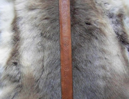 Fourreau d'épée entrelacé
