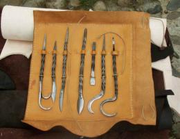 Poche-trousse outil de chirurgie XVème s.