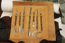 Poche-trousse outil de chirurgie du XVème S.